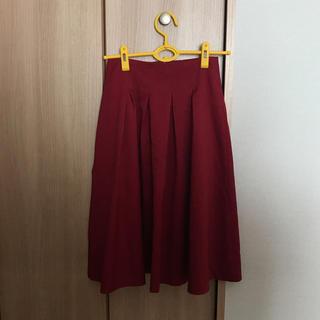 シマムラ(しまむら)のミディ丈 赤スカート(ひざ丈スカート)