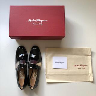 サルヴァトーレフェラガモ(Salvatore Ferragamo)の新品【フェラガモ】エナメルオペラシューズ(ローファー/革靴)