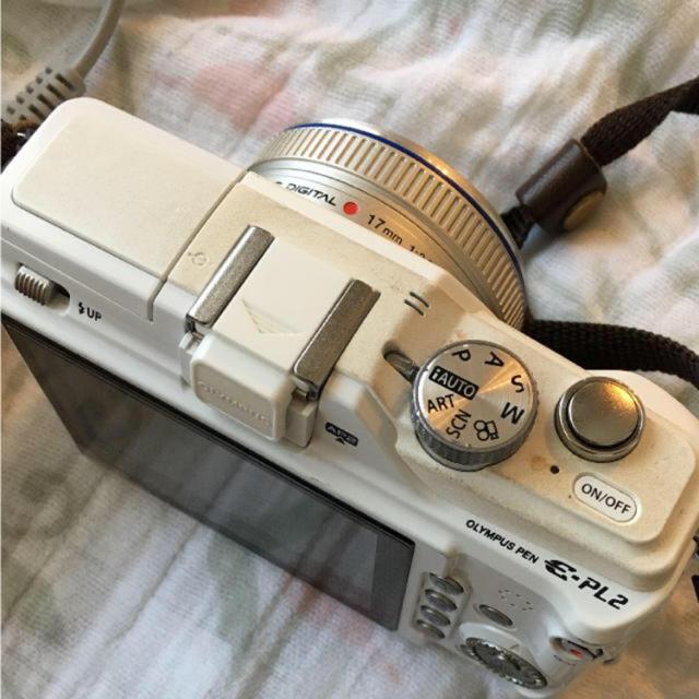 OLYMPUS(オリンパス)のOLYMPUS PEN ホワイト スマホ/家電/カメラのカメラ(ミラーレス一眼)の商品写真