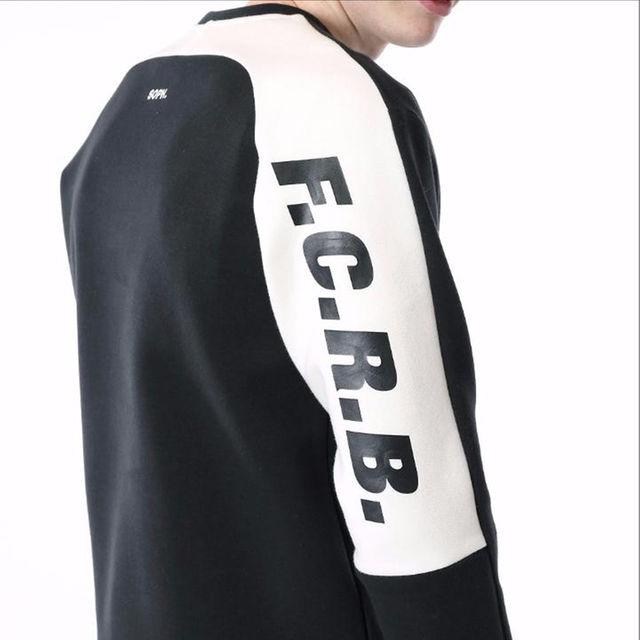 FCRB SLEEVE LOGO CREW NECK TOP 17AW 黒 L メンズのトップス(スウェット)の商品写真