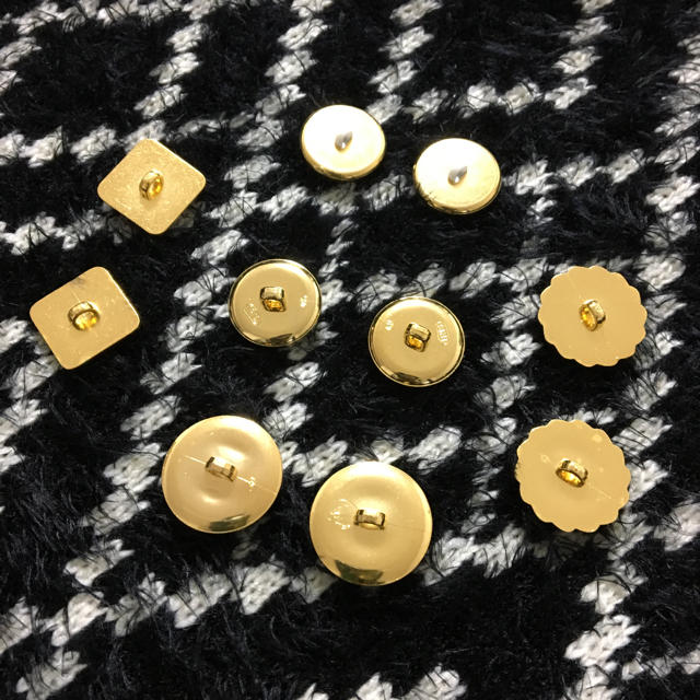 ゴールドボタン ハンドメイドの素材/材料(各種パーツ)の商品写真