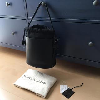 ペリーコ(PELLICO)のタグあり新品、定価42,120円、PELLICO/ペリーコ バケツ型 バック(ショルダーバッグ)