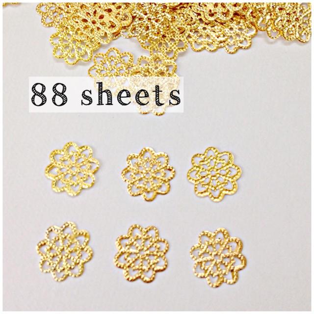 【no.7】88枚!透かしパーツ 丸型 ゴールド ハンドメイドの素材/材料(各種パーツ)の商品写真