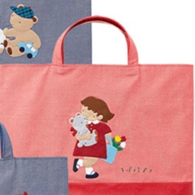 ファミリア♡デニムバッグ 赤 ☆女の子&くま ハンドメイドのファッション小物(バッグ)の商品写真