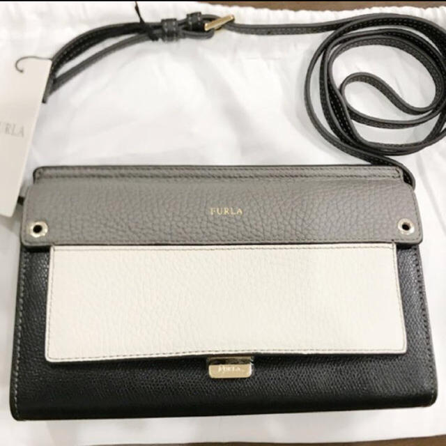 pretty nice e5949 8aff0 さきいっちい様専用 フルラ 財布 ショルダー付き 長財布 | フリマアプリ ラクマ