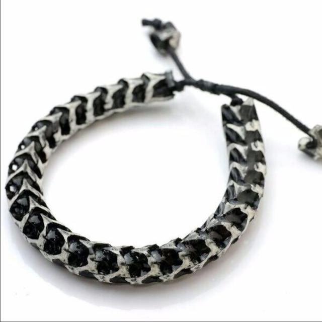 **蛇の骨 ブレスレット ブラックホワイト メンズのアクセサリー(ブレスレット)の商品写真