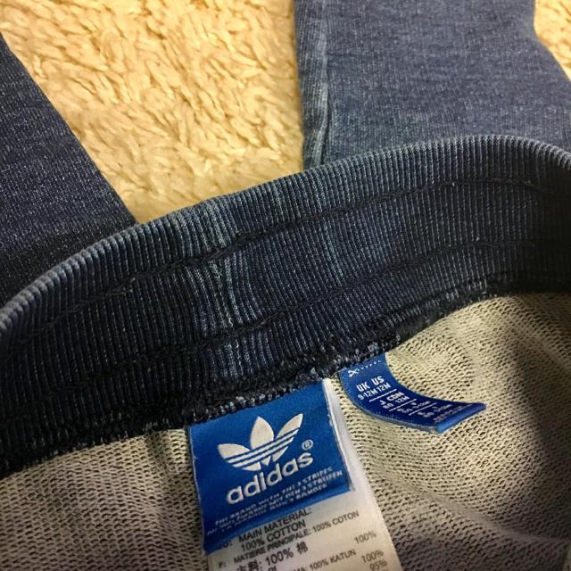 adidas(アディダス)の人気アディダスadidasオリジナルスキッズデニムスウェットセットアップ80 キッズ/ベビー/マタニティのキッズ服 男の子用(90cm~)(ニット)の商品写真