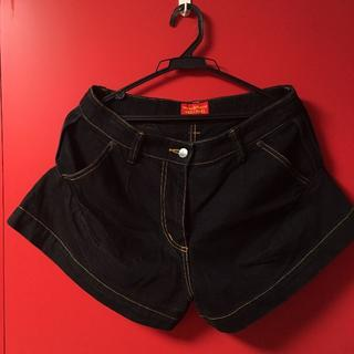 ヴィヴィアンウエストウッド(Vivienne Westwood)のデニムショートパンツ 黒(ショートパンツ)