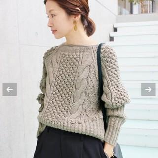 手編みケーブルプルオーバー