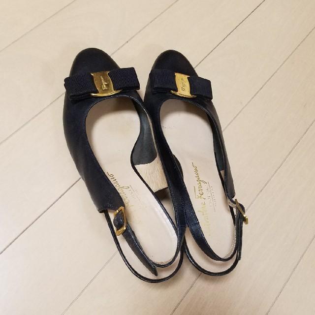 Ferragamo(フェラガモ)のゆき様 専用~    フェラガモ  黒 パンプス ~  24.5 cm レディースの靴/シューズ(ハイヒール/パンプス)の商品写真