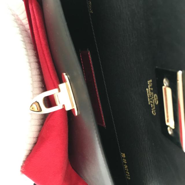 valentino garavani(ヴァレンティノガラヴァーニ)のヴァレンティノクラッチ未使用ブラック ♡ レディースのバッグ(クラッチバッグ)の商品写真