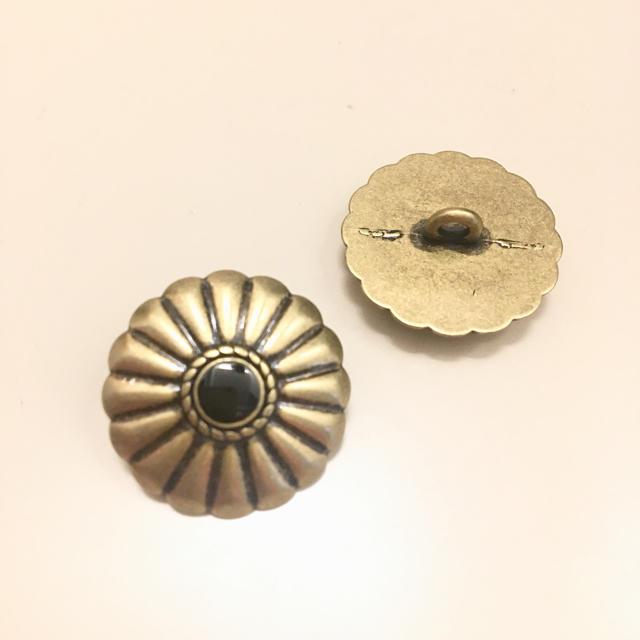 コンチョボタン ゴールド/ブラック 2個set ハンドメイドの素材/材料(各種パーツ)の商品写真