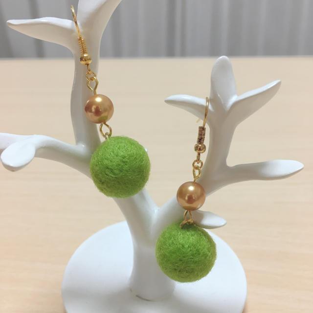 羊毛フェルトピアス♡グリーン ハンドメイドのアクセサリー(ピアス)の商品写真