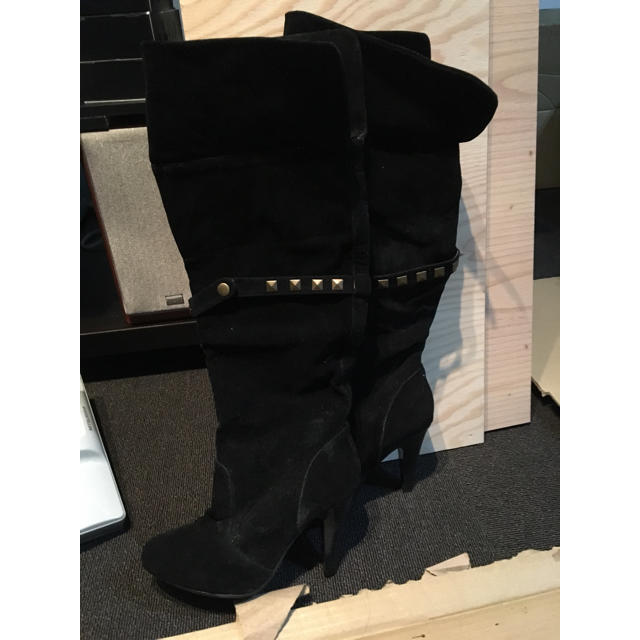 新品 ヒールブーツ 長さのばせます 黒 ブラック  スタッズ ロングブーツ レディースの靴/シューズ(ブーツ)の商品写真