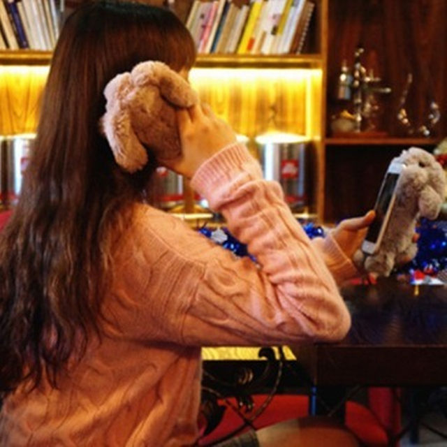 大人気1フカフカウサギがキュートな?iPhone6/6s対応ケース?グレー レディースのファッション小物(その他)の商品写真