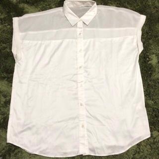 ジーユー(GU)のGU白色シースルーサテンシャツ(シャツ/ブラウス(半袖/袖なし))