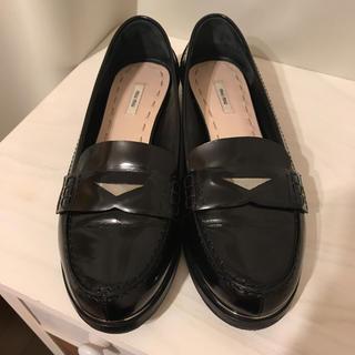ミュウミュウ(miumiu)のmiumiuミュウミュウローファー(ローファー/革靴)