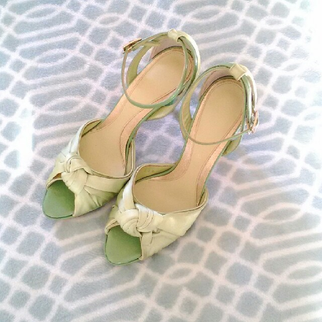 NOVESPAZIO(ノーベスパジオ)のノーベスパジオ☆グリーン 23.5cm レディースの靴/シューズ(ハイヒール/パンプス)の商品写真