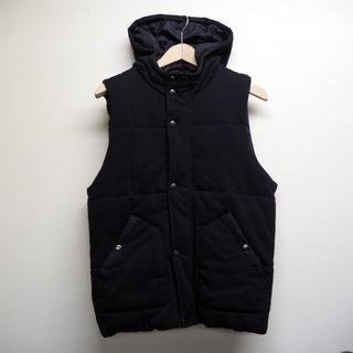 ジーユー(GU)のGU 中綿ベスト フード 黒 Mサイズ ブラック(ダウンベスト)