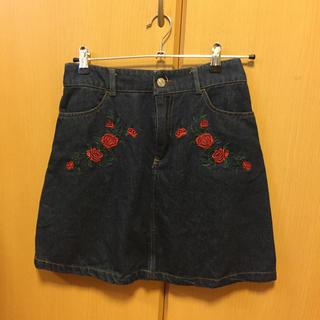 エージープラス(a.g.plus)のバラ刺繍 台形スカート(ミニスカート)
