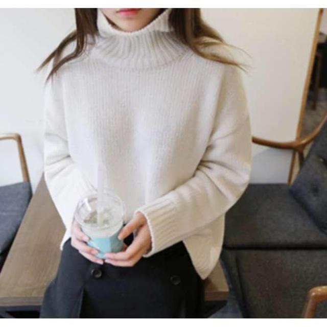 【愛されカラー♡送料込み】タートルネックニット ボリュームネック オフホワイト レディースのトップス(ニット/セーター)の商品写真