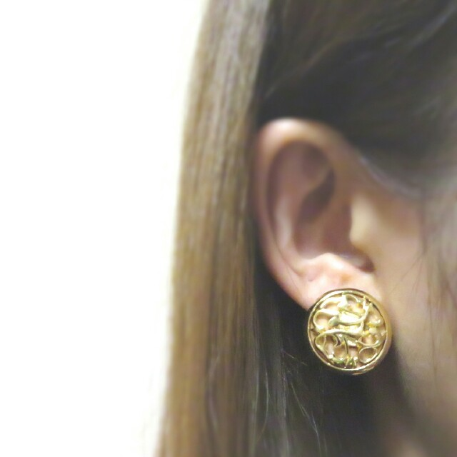 No.179 アンティーク調*模様 透かしボタン ゴールド ピアス/イヤリング ハンドメイドのアクセサリー(ピアス)の商品写真
