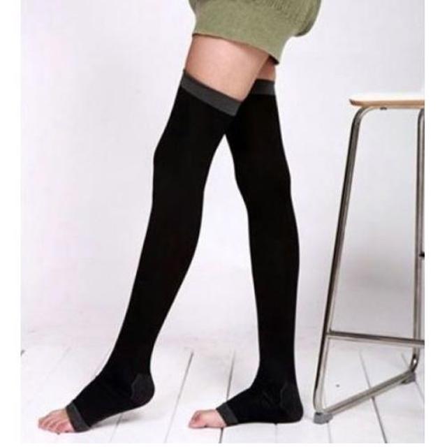 履いてるだけで、次の日すっきり★美脚 着圧ダイエットソックス(ブラック) レディースのレッグウェア(タイツ/ストッキング)の商品写真