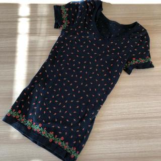 キッドブルー(KID BLUE)のKID BLUE 黒地 赤バラ 半袖 インナー サイズ小さめM(アンダーシャツ/防寒インナー)