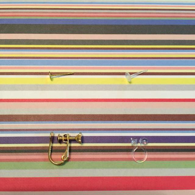ピンクパープル フラワーピアス レザー スエード ハンドメイドピアス ハンドメイドのアクセサリー(ピアス)の商品写真