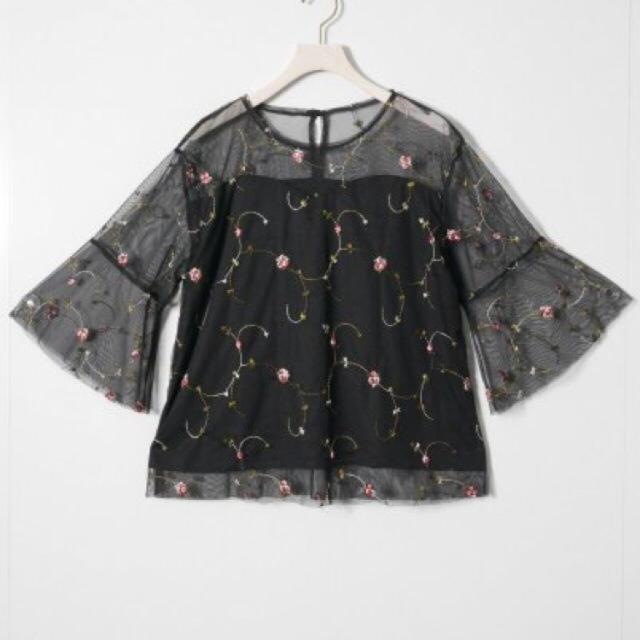 EMSEXCITE(エムズエキサイト)のブラック 刺繍 トップス レディースのトップス(シャツ/ブラウス(長袖/七分))の商品写真