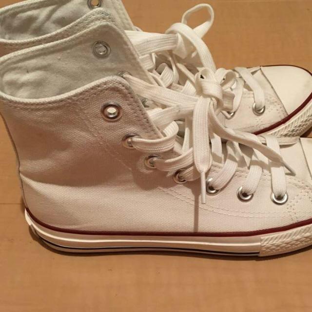 ハイカットスニーカー 白 23.0 レディースの靴/シューズ(スニーカー)の商品写真