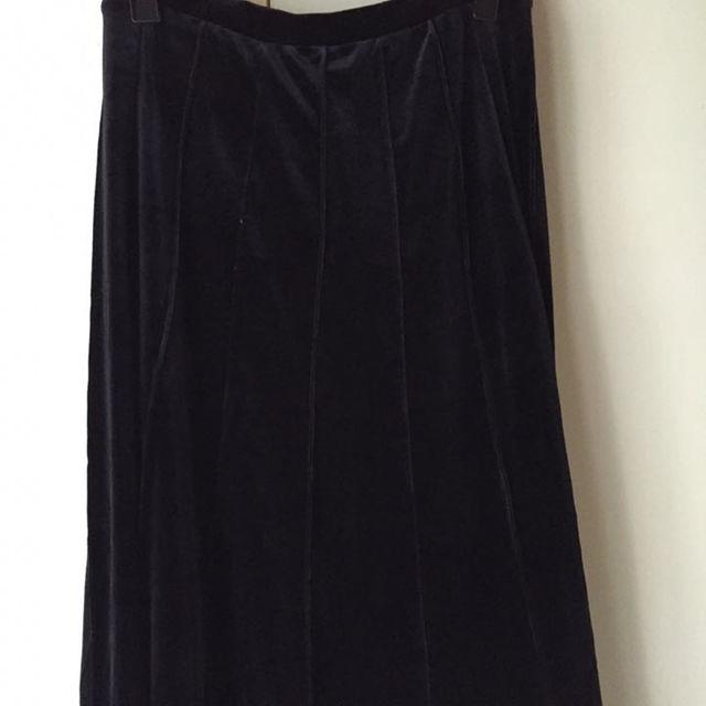《新品》ベロア黒ロングスカート レディースのスカート(ロングスカート)の商品写真