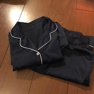 ジーユー(GU)のGU   サテンパジャマ長袖 新品セット(パジャマ)