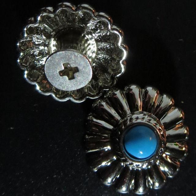 2個 フラワー コンチョ ネジ式ボタン 16.5mm ハンドメイドのハンドメイド その他(その他)の商品写真
