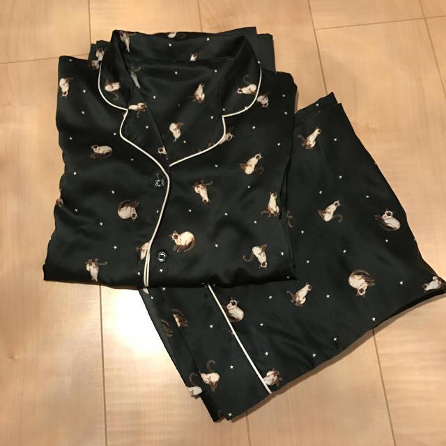 GU(ジーユー)のGU ネコ サテン パジャマ グリーン Mサイズ レディースのルームウェア/パジャマ(パジャマ)の商品写真