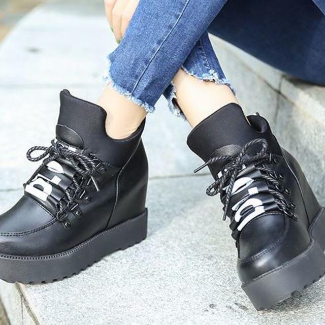 送料無料 革調 おしゃれ 黒 赤 ブラック レッド 22.5 23.5 695 レディースの靴/シューズ(ブーツ)の商品写真
