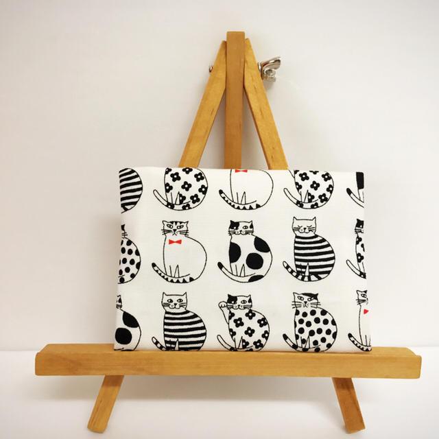 ハンドメイド * ポケットティッシュケース おすまし猫ちゃん ホワイト ハンドメイドのファッション小物(その他)の商品写真
