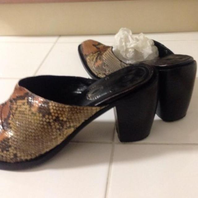 パイソンサンダル nom.さま専用 レディースの靴/シューズ(サンダル)の商品写真