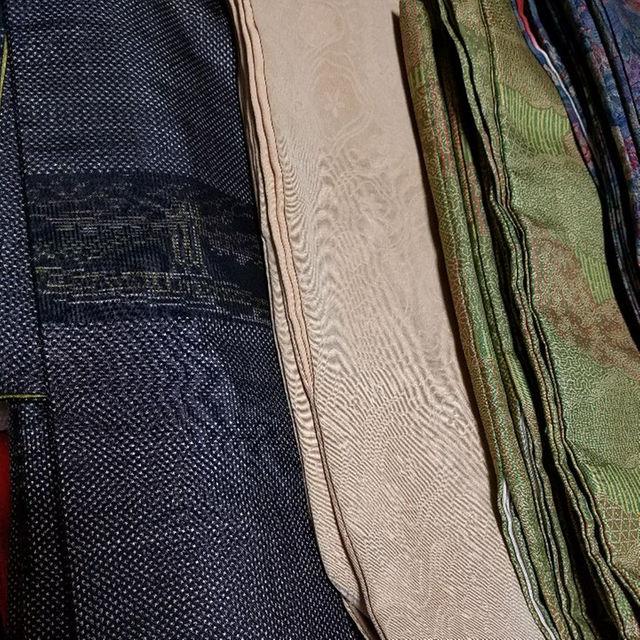レインボーの100㎝サイズ、タペストリーに、バッグに広げると創作意欲が湧いてきます。 針通りが抜群でとっても縫いやすい布なんですよ。
