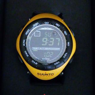 スント(SUUNTO)のSUUMO VECTOR スントベクター イエロー(腕時計(デジタル))