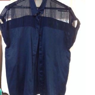 ジーユー(GU)の紺シャツ(シャツ/ブラウス(半袖/袖なし))