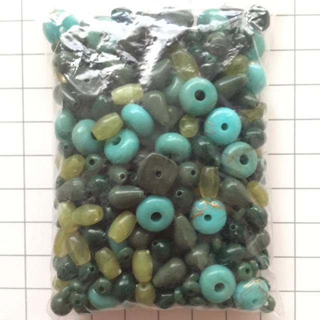 アクリルビーズ約45グラム☆グリーン系 ハンドメイドの素材/材料(各種パーツ)の商品写真