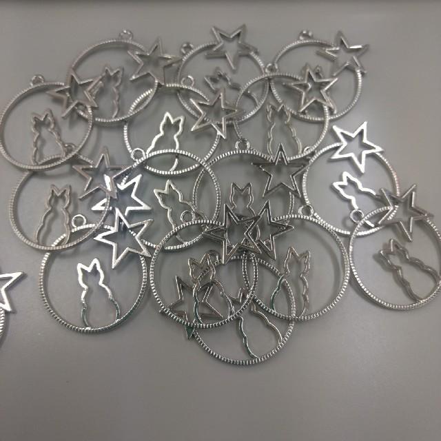 レジン枠 ネコとお星様 16個 まとめ売り ハンドメイドの素材/材料(各種パーツ)の商品写真