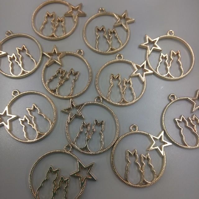 レジン枠 ネコカップルと星 12個 と 変色3個 計15個 ハンドメイドの素材/材料(各種パーツ)の商品写真