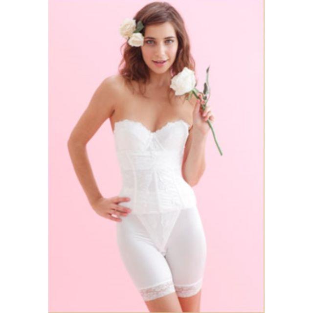 【新品】ブライダルインナー ブラジャー  C70 ホワイト*刺繍 レディースの下着/アンダーウェア(ブライダルインナー)の商品写真