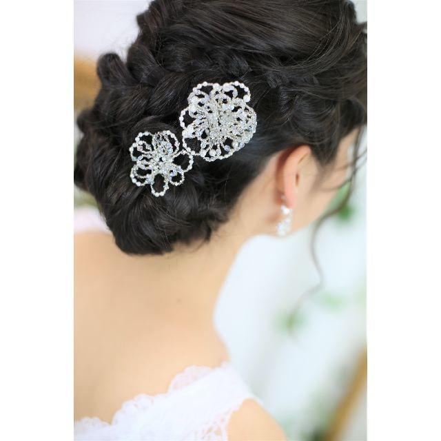 【新品、日本製】お花のヘッドドレス2本*クリスタルビーズ♡ウエディング レディースのフォーマル/ドレス(ウェディングドレス)の商品写真