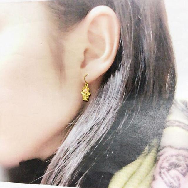 感謝sale アシメ ゴールド × シルバー お花 ピアス ハンドメイドのアクセサリー(ピアス)の商品写真