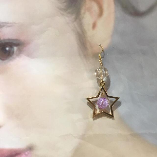 クラックビーズ ×星チャーム キラキラピアス(イヤリング) ハンドメイドのアクセサリー(イヤリング)の商品写真