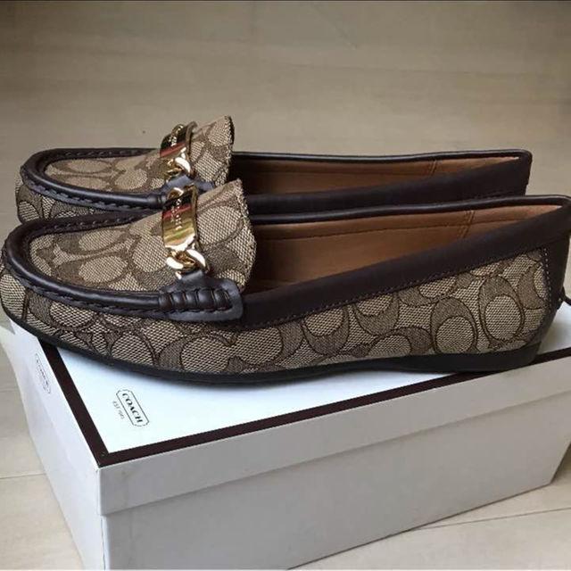 COACH(コーチ)の可奈子様の専用       新品 コーチシグネチャー柄ローファー 茶 25 8B レディースの靴/シューズ(ローファー/革靴)の商品写真