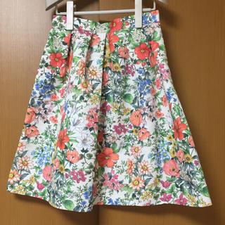 ティアラ(tiara)のティアラ Tiara メルローズ 花柄スカート オフホワイト(ひざ丈スカート)